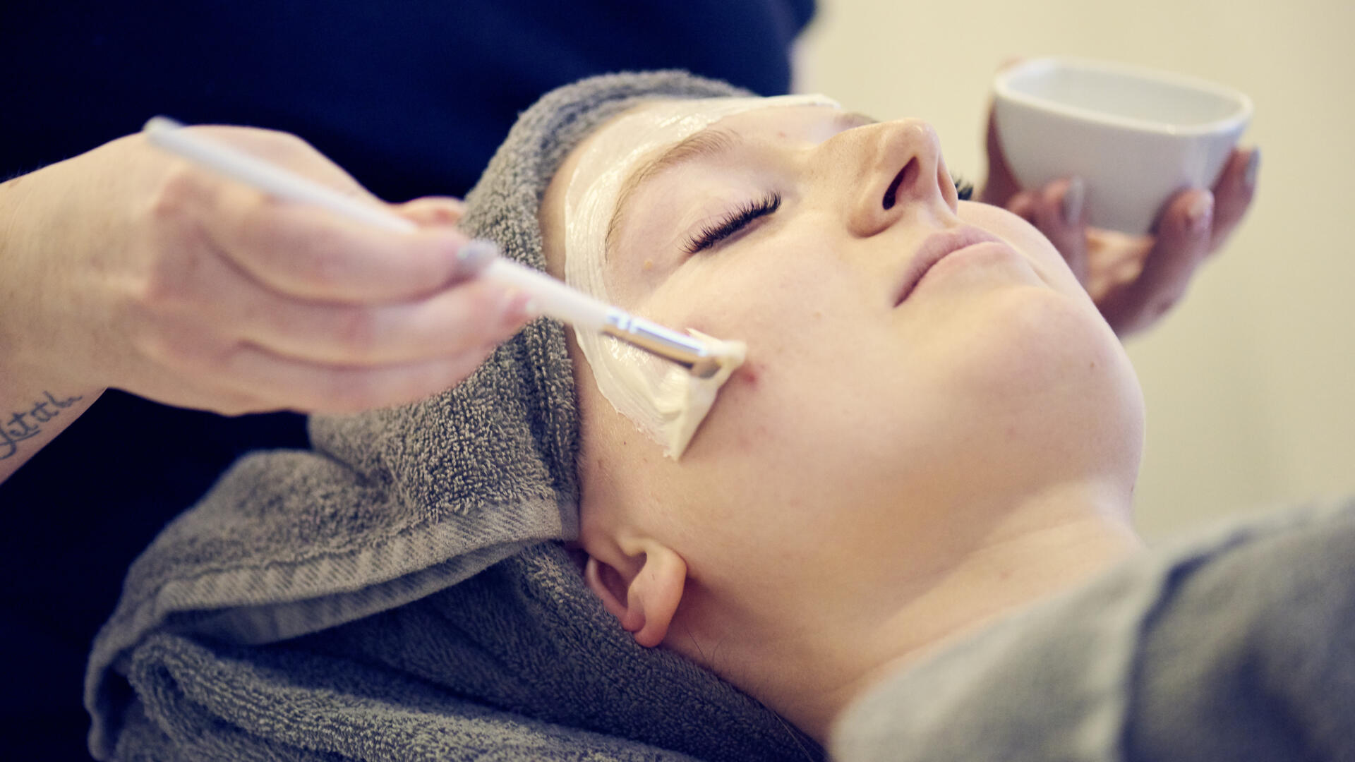Facial und Gesichtsbehandlung